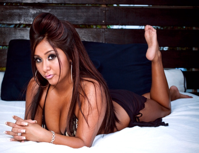 """Snooki's New Novel Will """"Shore""""-ly Mention Abs, Tequila & """"Badonks"""""""
