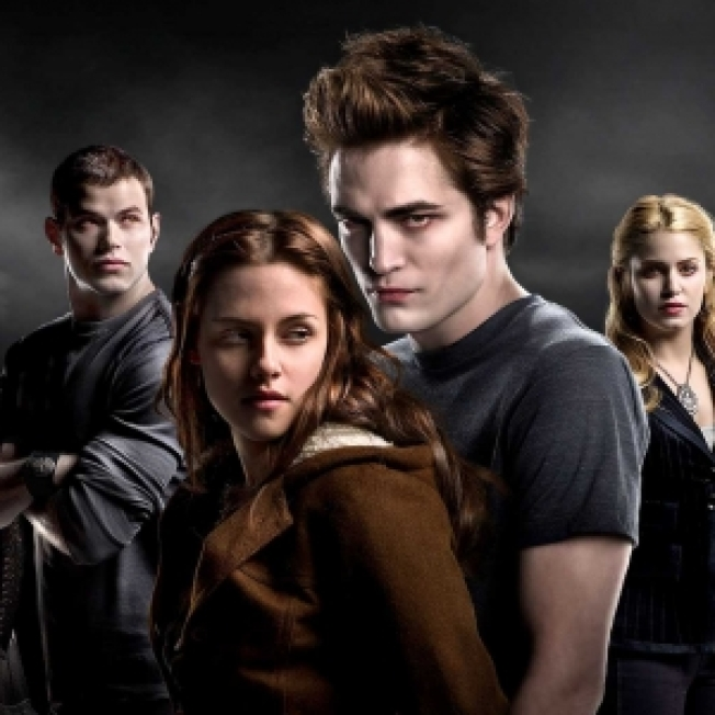 'Twilight' Fans Flock To Vancouver For 'New Moon' Casting Call