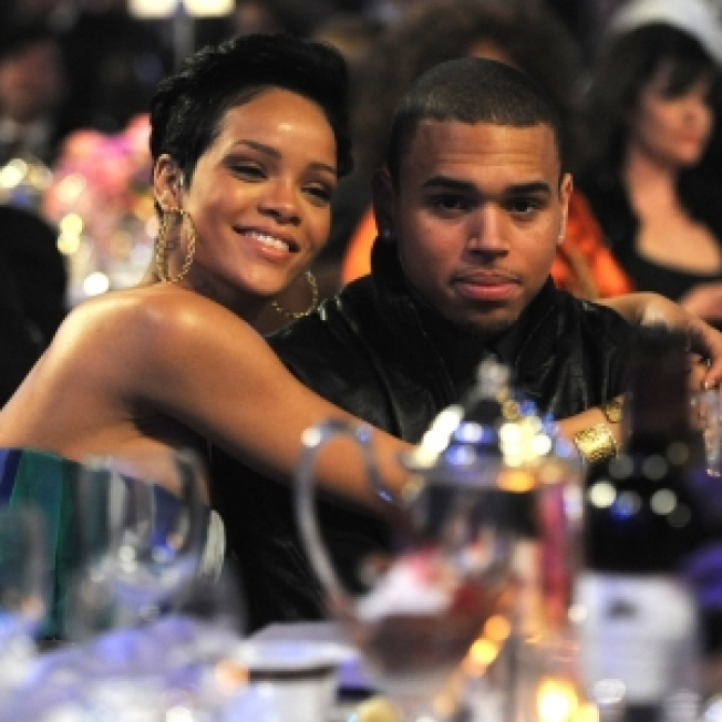 Report: Rihanna & Chris Brown Living Together Again