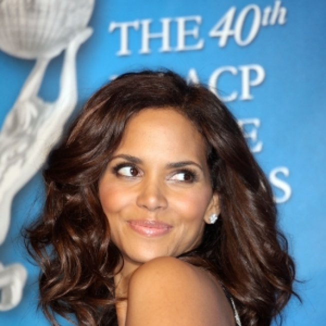 Halle Berry To Steal Away In 'Payne'