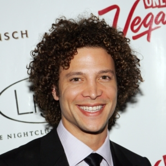 'Idol' Alumnus Justin Guarini Hoping For A Spot On 'New Moon' Soundtrack