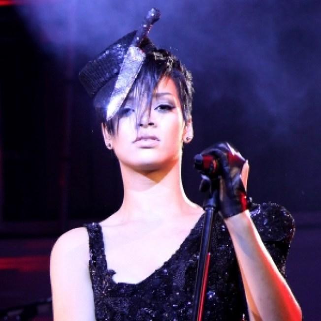 Report: Rihanna To Make Live Return