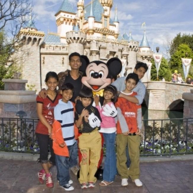 'Slumdog Millionaire' Children Head To Disneyland