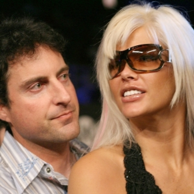 Felony Complaint: Stern Told Doctor To Bring 'Excessive Quantities Of Controlled Substances' For Anna Nicole
