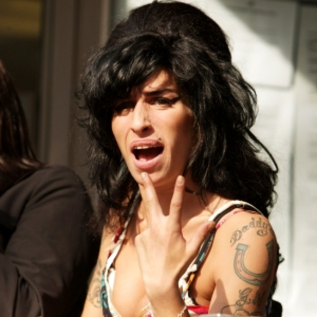 Report: Winehouse Blocks Paparazzi From Her Home