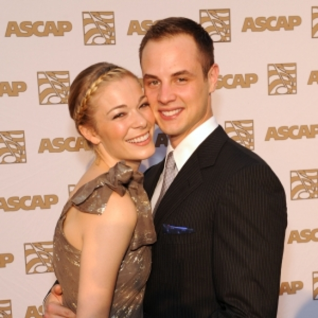 Rep: Alleged LeAnn Rimes Affair 'Absolutely Not True'
