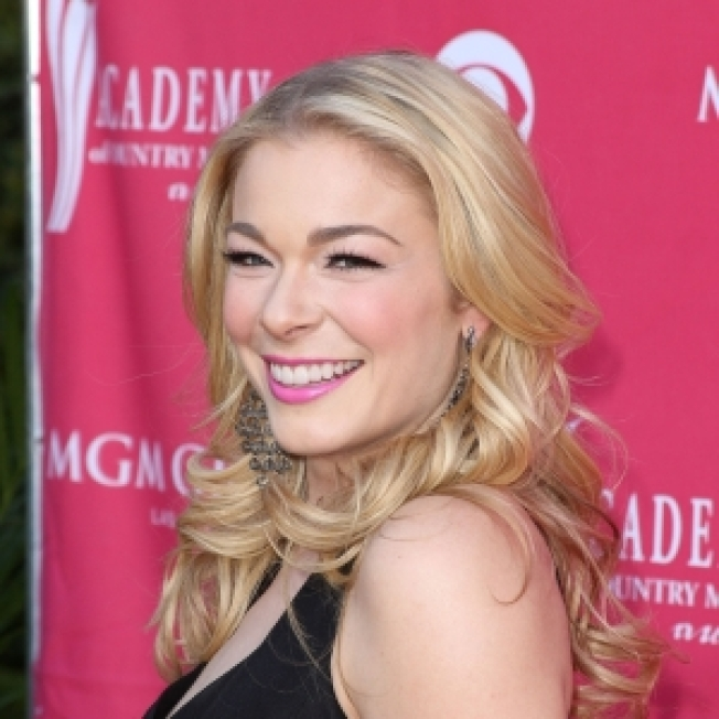 LeAnn Rimes To Sing National Anthem At Ky. Derby
