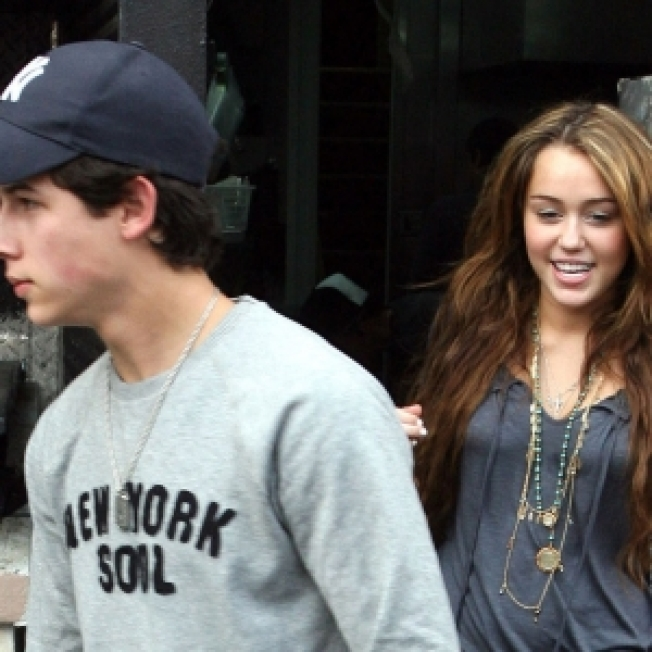 Miley Denies Rekindled Romance With Nick Jonas Via Twitter