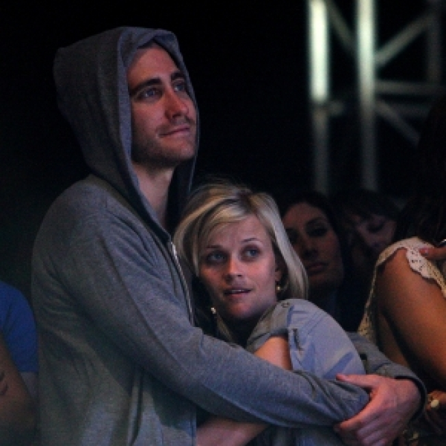 Reese Witherspoon & Jake Gyllenhaal Get Cozy At Coachella