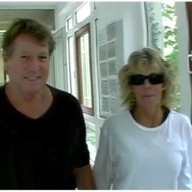 Producer Sues Ryan O'Neal, Others Over Farrah Fawcett's Upcoming Cancer Documentary