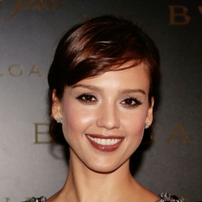 Jessica Alba Apologizes For Putting Up Shark Posters In Oklahoma City