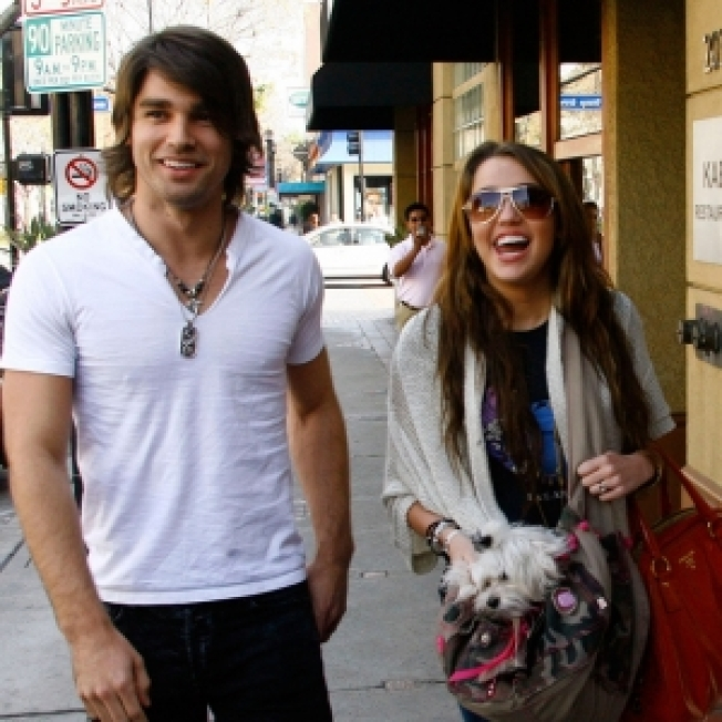 Report: Miley Cyrus & Justin Gaston Call It Quits