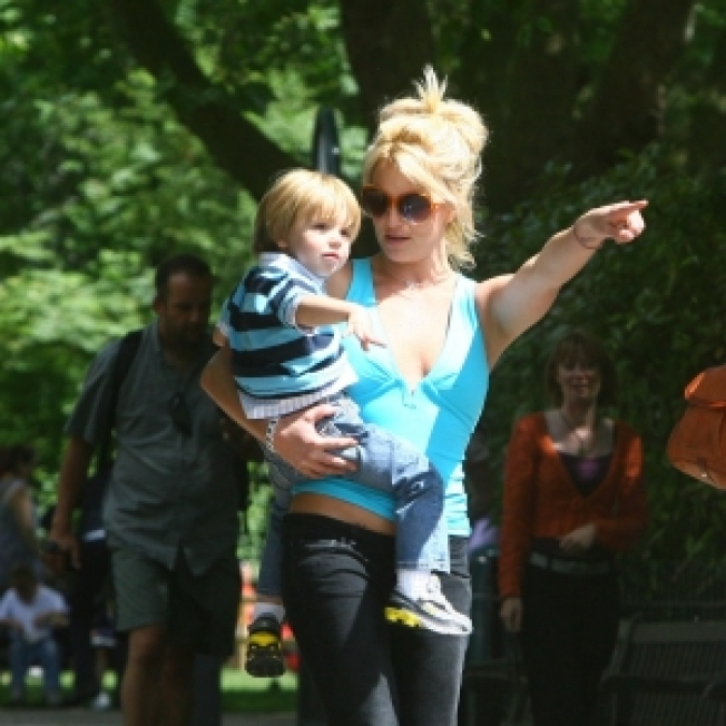 Britney Spears Not Engaged To Manager