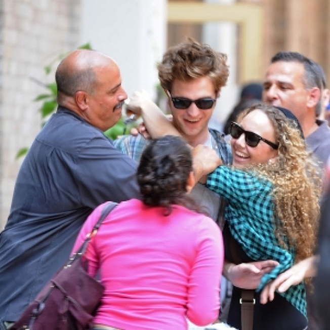 ROLL CALL: Robert Pattinson Mobbed By Crazed Twi-Hards