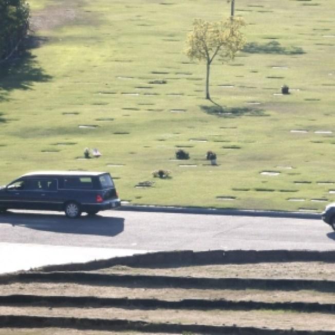 9:12 AM PDT - Michael Jackson's Casket En Route To Public Service