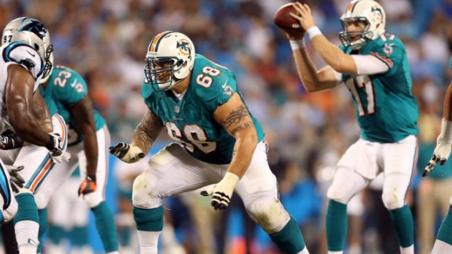 Dolphins: Smith Swung Helmet at Incognito