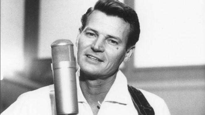 Country Singer Claude King Dies at 90