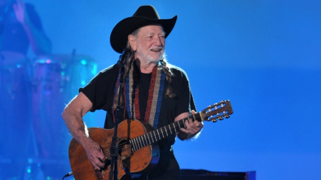Willie Nelson to Hold Benefit for Texas Blast Victims