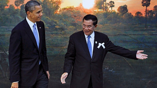 """Obama Meets with Cambodia's """"Strongman"""" in Historic Visit"""
