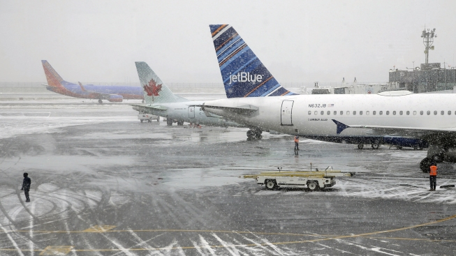 U.S. Airports Report Lowest Number of Long Tarmac Delays in 2014
