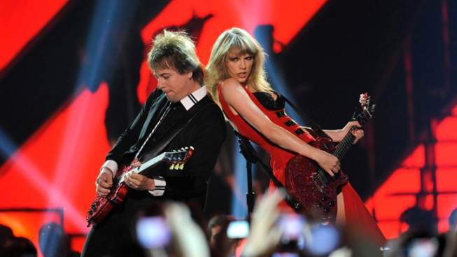 """Taylor Swift Debuts New Music Video for """"Red"""""""
