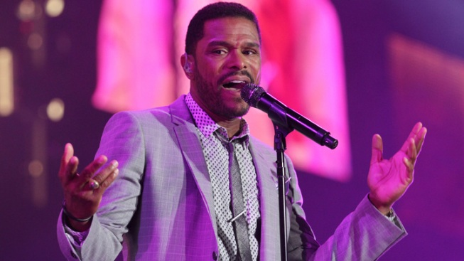 Maxwell Brings His Sweet Falsetto to Essence