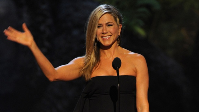 Jennifer Aniston Rocks the Guys Choice Awards, Roasts Jimmy Kimmel