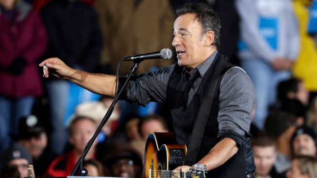 "Bruce Springsteen's ""Born to Run"" Manuscript Sells for $197,000"