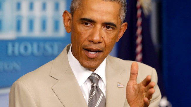 Obama's Tan Suit Lights Up Social Media