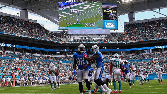 Dolphins dominated by Titans, 30-17