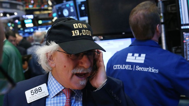 Dow Closes Above 19,000 for First Time