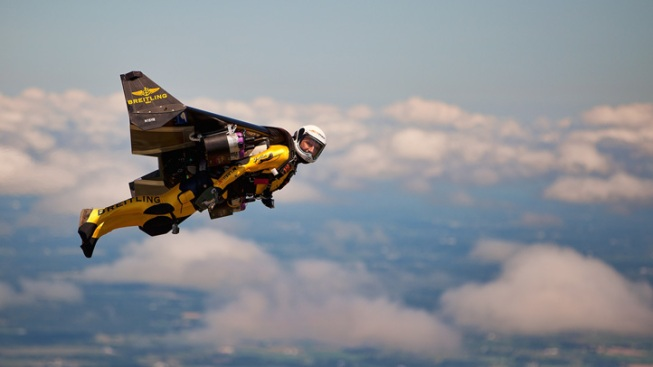 """Jetman"" Makes First U.S. Airshow Flight"