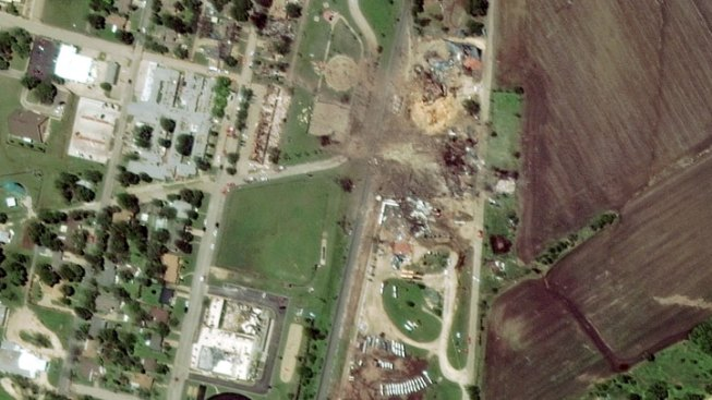 Incredible Before and After Satellite Images of Site of Texas Fertilizer Plant Blast