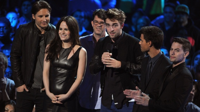 Robert Pattinson Presents Breaking Dawn Part 2 Clip at MTV Video Music Awards