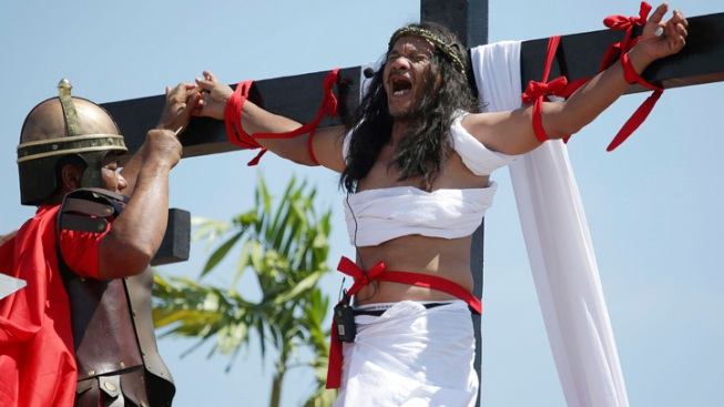 Filipino Devotees Nailed to Crosses to Reenact Crucifixion
