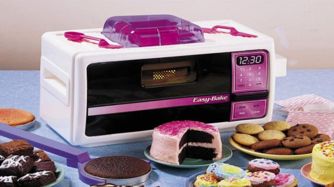 NJ Teen Campaigns for Gender-Neutral Easy-Bake Ovens