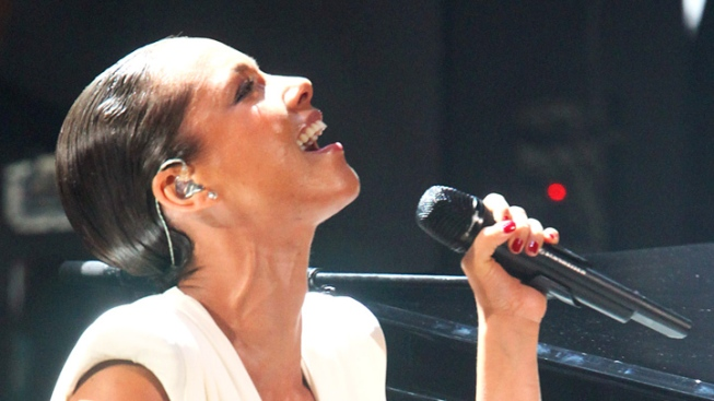 Alicia Keys Singing National Anthem at Super Bowl