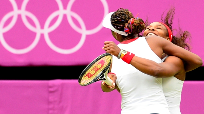 Williams Sisters Win Doubles