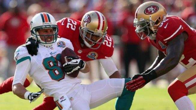 Gore, Kaepernick Lead 49ers Past Dolphins 27-13