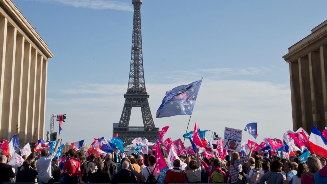 Tens of Thousands March in Paris Against Same-Sex Marriage