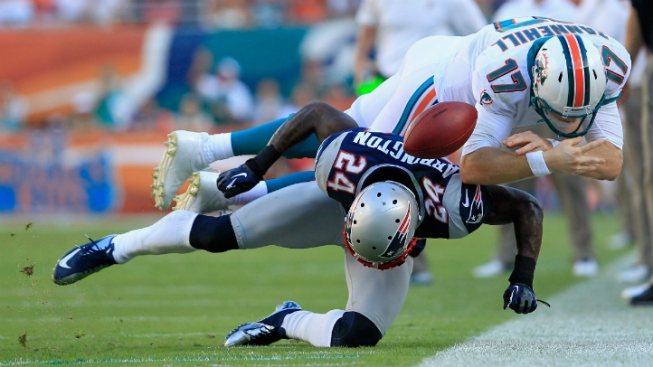New England Patriots Clinch AFC East Title by Beating Miami Dolphins 23-16