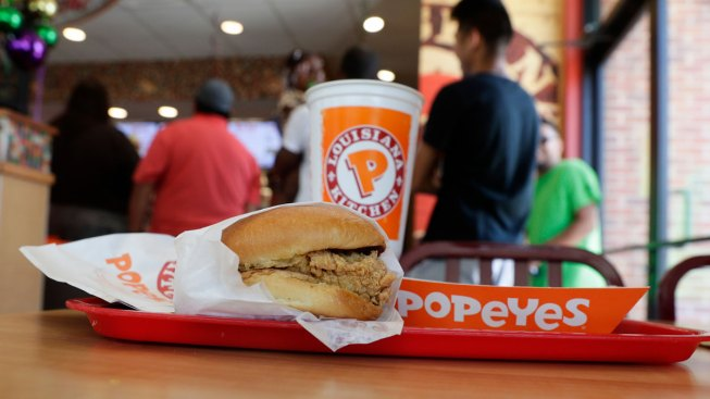 Gunman Demands Chicken Sandwich From Texas Popeyes, Leaves Empty and Hungry