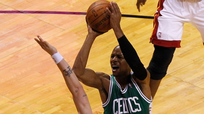 Ray Allen Signs with Miami Heat