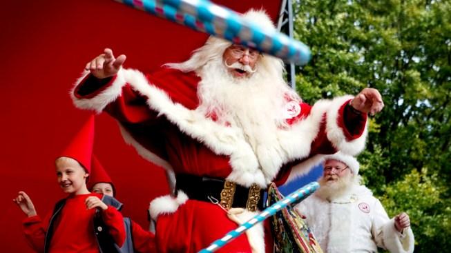 """Santas Shake it Up at Annual Summer """"Congress"""""""