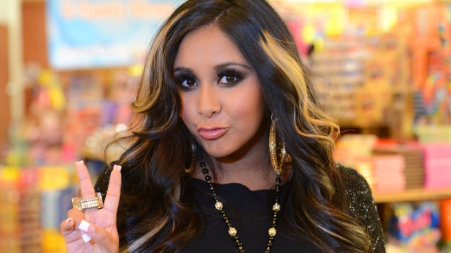 Snooki Drinks Her Breast Milk, Anderson Cooper Passes