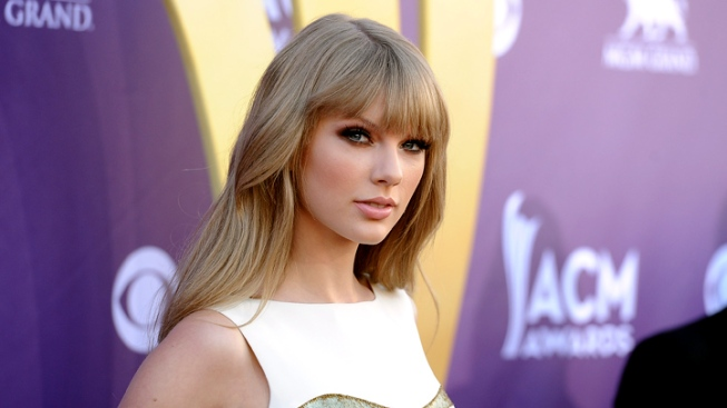 Taylor Swift to Co-Host Grammy Nominations Television Special