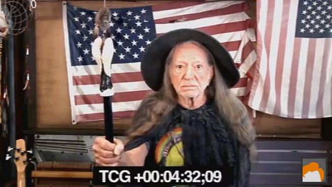 "WATCH: Willie Nelson's ""Hobbit"" Audition Revealed by ""Conan"""