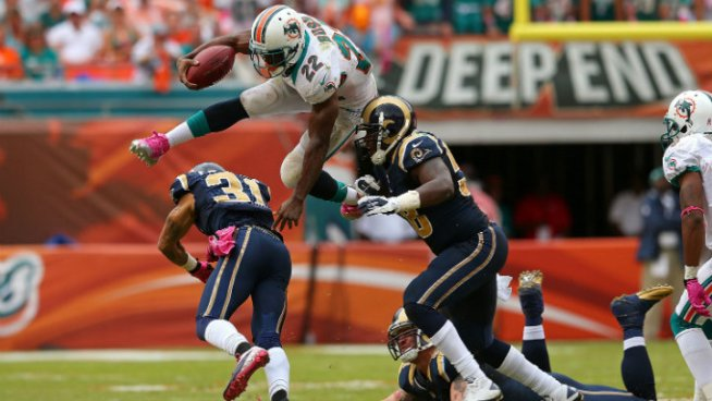 Photos From the Dolphins' Win Over the Rams