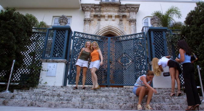 Versace Mansion Owner Hit With Paternity Suit - Again