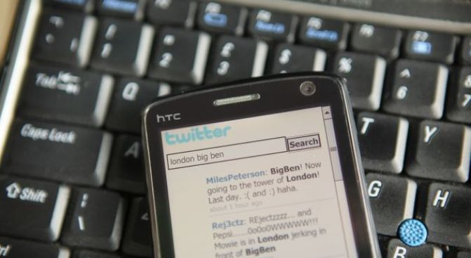 Woman Tweets Her Way Through Bank Robbery